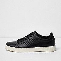 Schwarze, gesteppte Sneaker zum Schnüren