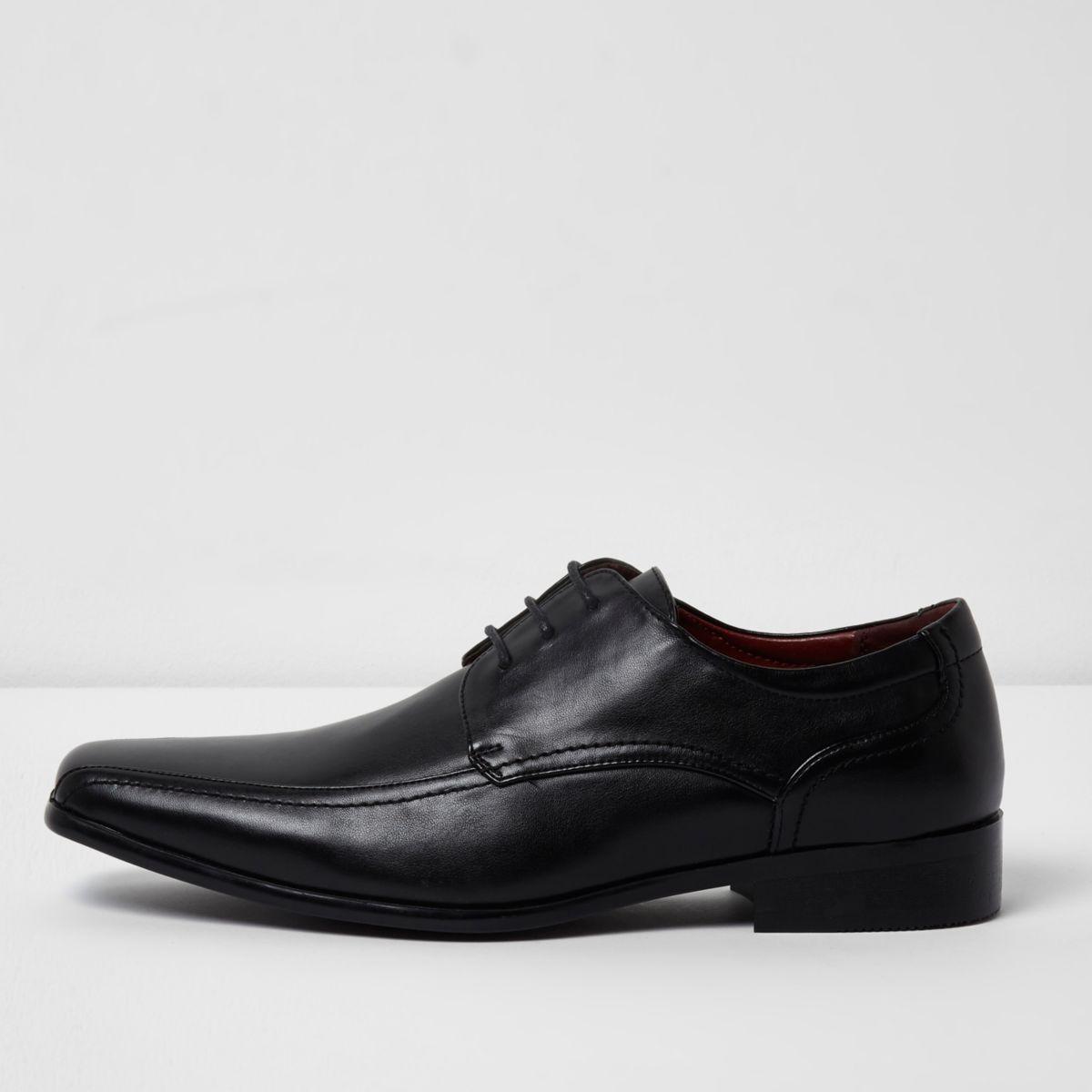 Chaussures noires habillées à lacets