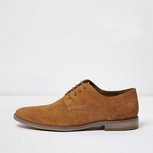 Hellbraune, perforierte Derby-Schuhe aus Wildleder
