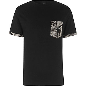 Black floral print pocket T-shirt