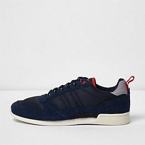 Baskets de course bleu marine style rétro