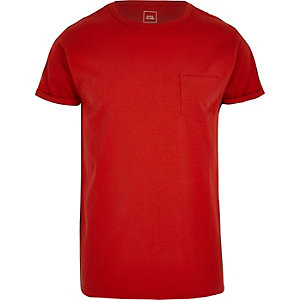 Rood T-shirt met zakje en omgeslagen mouwen