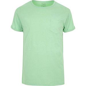 Groen T-shirt met opgerolde mouwen en zak