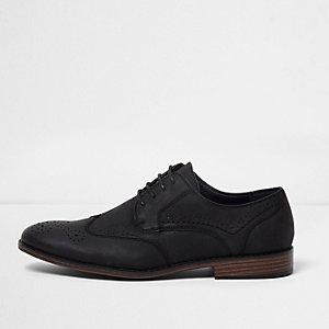 Chaussures richelieu noires à effet croco en relief
