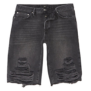 Zwart wash denim short met scheur in de knie