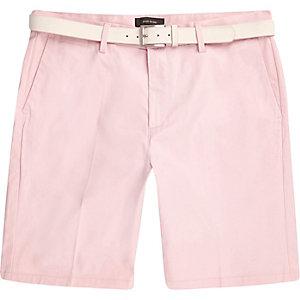 Pinkfarbene Chino-Shorts mit Gürtel