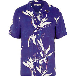 Blue leaf print revere short sleeve shirt