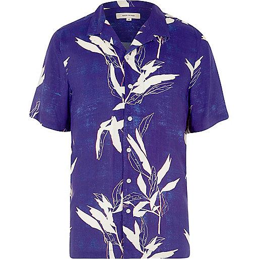Blue leaf print revere short sleeve shirt