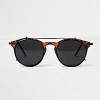 Braune, runde Sonnenbrille mit dunklen Gläsern