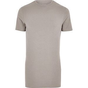 Braunes, langes Muscle Fit T-Shirt