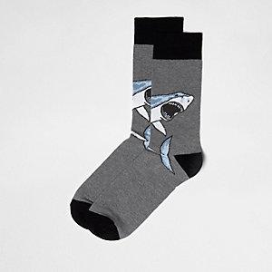 Chaussettes grises motif requin