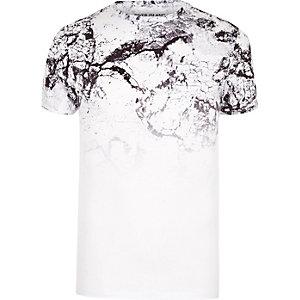 Wit aansluitend T-shirt met vervaagde gebarsten marmerprint