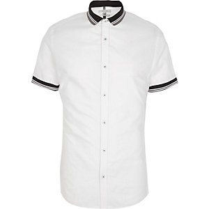 White ribbed collar short sleeve shirt