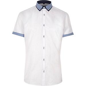 Wit slim-fit overhemd met korte mouwen en contrast