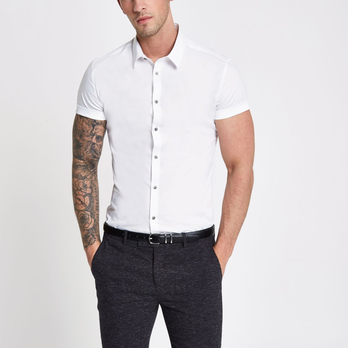 White muscle fit short sleeve button-up shirt