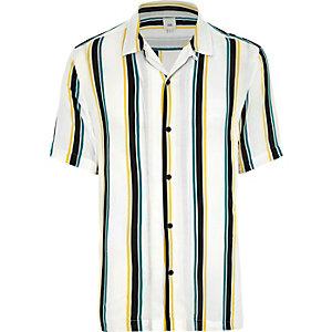 Weißes, gestreiftes Hemd mit kurzen Ärmeln