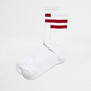 Witte sokken met rode strepen