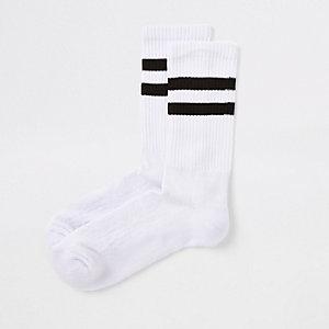 Gestreifte Socken in Schwarzweiß