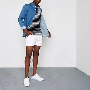 Weiße Shorts mit Kordelzugbund
