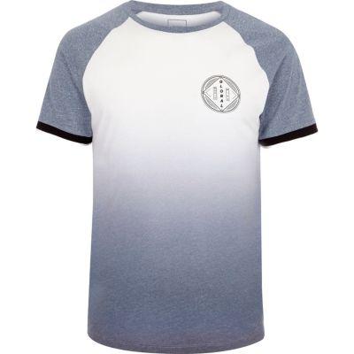 Wit met blauw T-shirt met kleurverloop raglanmouwen en global'-print
