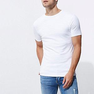 Weißes, strukturiertes Muscle Fit T-Shirt mit Rundhalsausschnitt