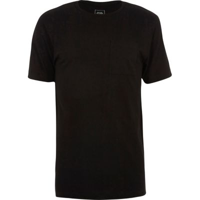 Zwart lang T-shirt met ronde hals en ongelijke zoom