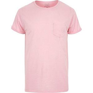 Pinkes T-Shirt mit Rollärmeln
