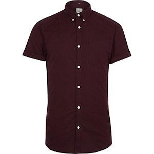Weinrotes Muscle Fit Oxford-Hemd mit kurzen Ärmeln