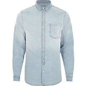 Denim overhemd met lichtblauwe wassing en lange mouwen