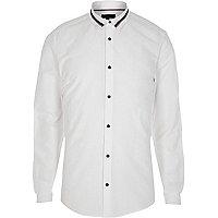 Chemise cintrée blanche avec col à bande