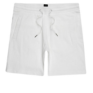 Weiße Pikee-Shorts