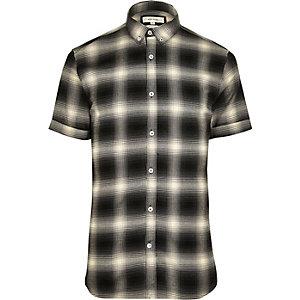 Chemise à carreaux ajustée à manches courtes