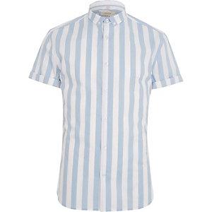 Blauw gestreept aansluitend overhemd met korte mouwen