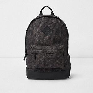 Blauer Rucksack mit Vordertasche