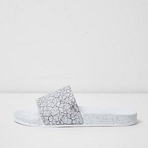 Slydes – Weiße Slipper mit Print