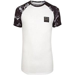 Weißes, meliertes Muscle Fit T-Shirt mit Raglanärmeln