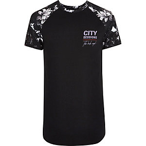 Schwarzes Muscle Fit T-Shirt mit Blumenmuster