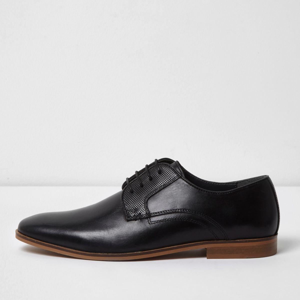 Chaussures habillées en cuir noires à lacets