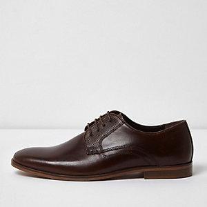 Chaussures habillées en cuir marron foncé à lacets