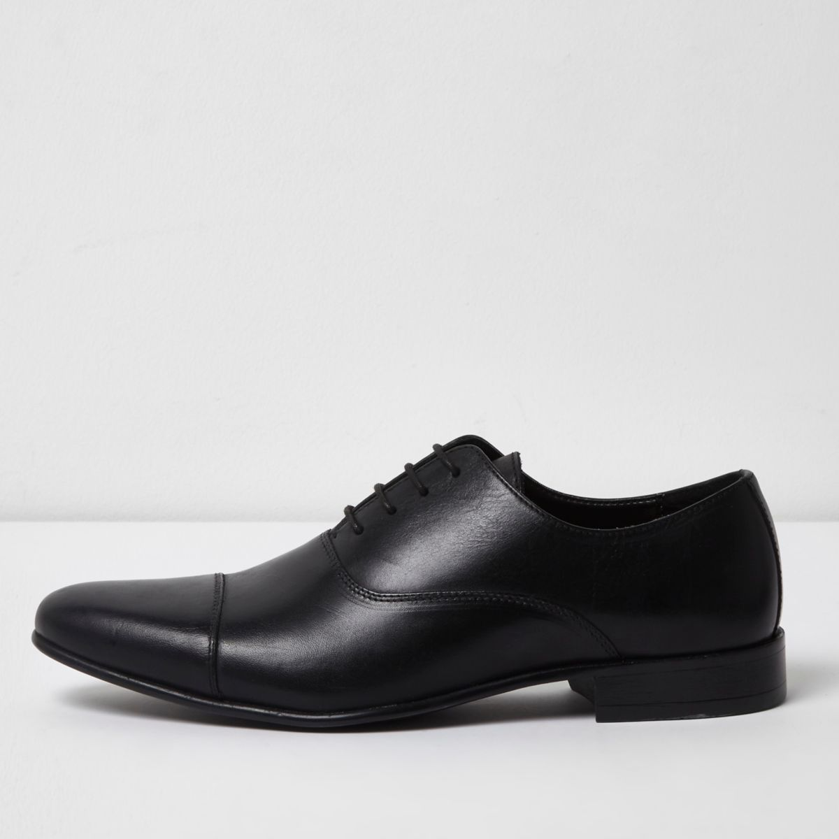 Black leather toe cap Oxford shoes