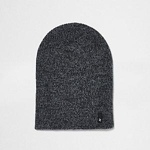 Bonnet large en maille torsadée gris
