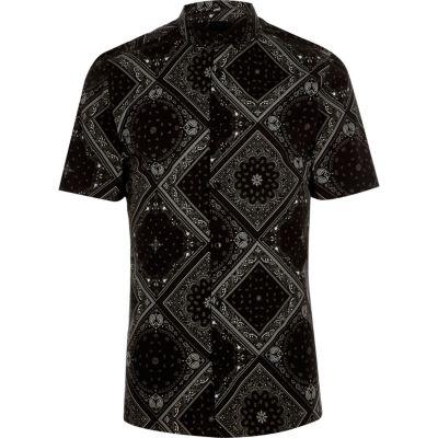 River Island Chemise skinny noire à manches courtes et motif bandana