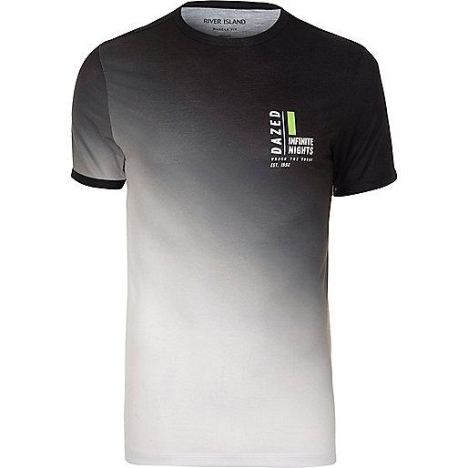 fit t shirt in wei e und schwarz bedruckte t shirts t shirts. Black Bedroom Furniture Sets. Home Design Ideas