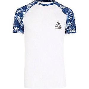T-Shirt mit Raglanärmeln in Weiß und Blau