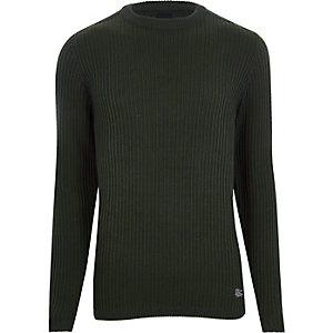 Donkergroene geribbelde aansluitende pullover