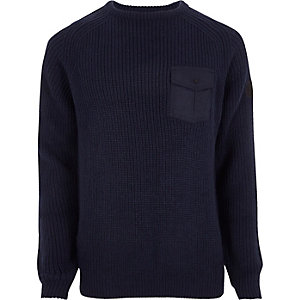 Pull bleu marine en maille côtelée avec poche plaquée