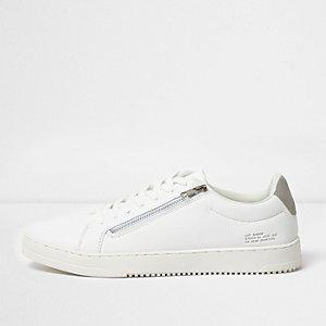 Witte vetersneakers met rits aan de zijkant