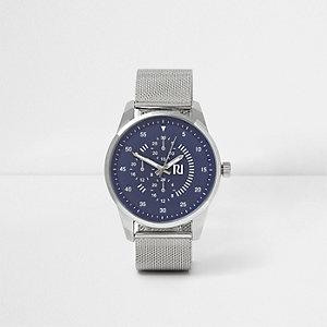 Silberne, runde Armbanduhr