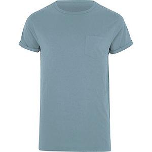 T-shirt bleu à manches retroussées avec poche