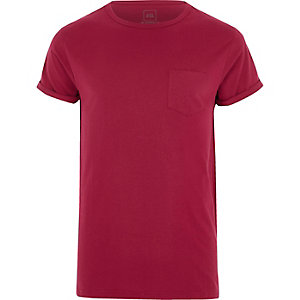 Beerenrotes T-Shirt mit Rollärmeln